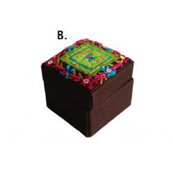 Gyöngyös hímzett doboz II. (B) sötétbarna