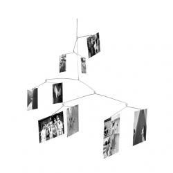 Függesztett térbeli fényképtartó véletlenszerû elrendezéssel, króm